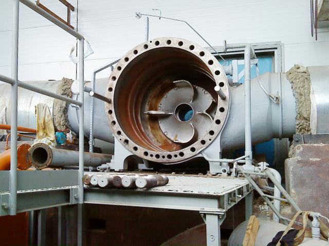После установки закладных и обвязки, это будет газовый компрессор